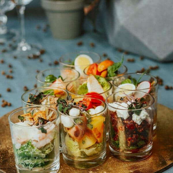 Salāti uzkodu porcijās